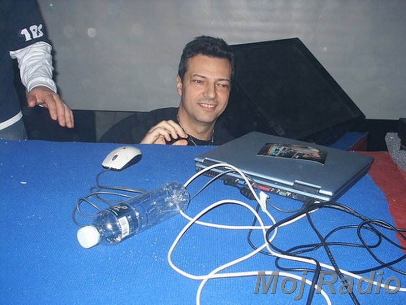 DJ MOLELA11