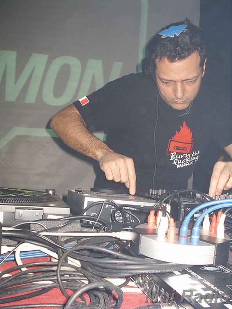 DJ MOLELA16
