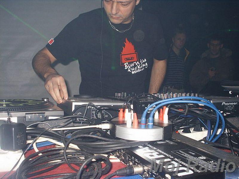 DJ MOLELA17