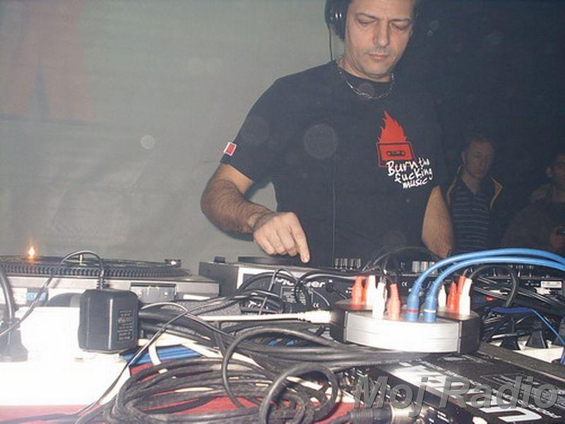 DJ MOLELA18
