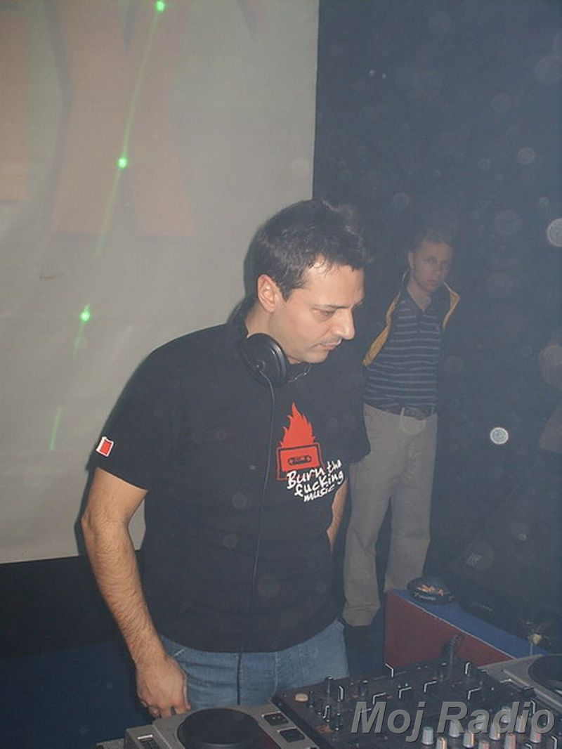 DJ MOLELA19