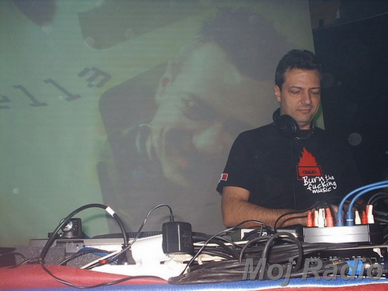 DJ MOLELA22