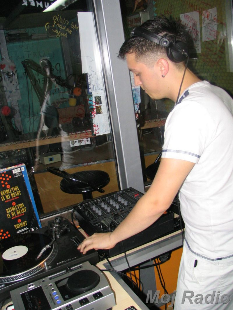 HEY MISTER DEEJAY PARTY @ MOJ RADIO August 2004 03
